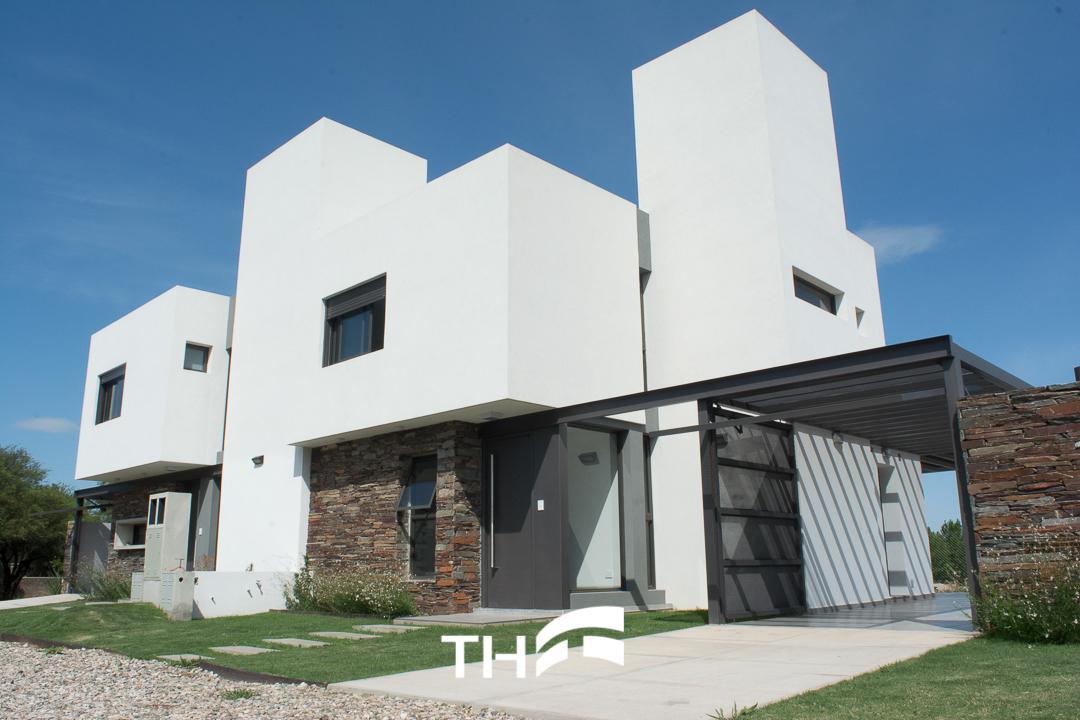 Foto Casa en Venta en  Valle Escondido,  Countries/B.Cerrado (Cordoba)  Las Piedras Housing Privado - Valle Escondido - Casas 2 dormitorios en UNA PLANTA