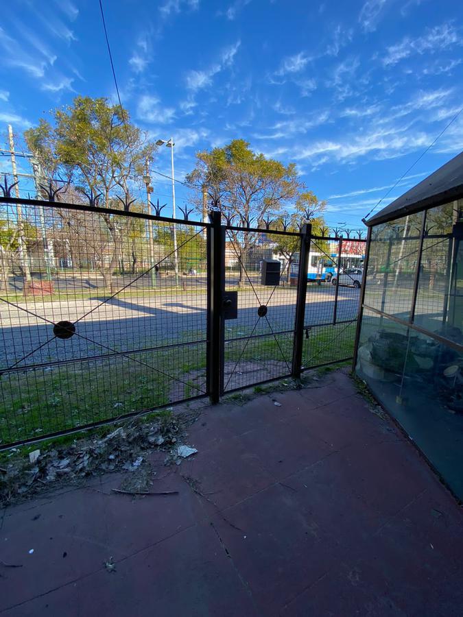 Foto Local en Alquiler en  Monte Grande,  Esteban Echeverria  Boulevar Buenos Aires al 800