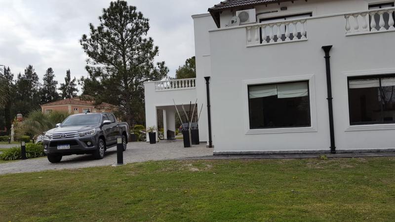 Foto Casa en Venta en  El Lauquen,  Countries/B.Cerrado (E. Echeverría)  Venta - Casa amoblada en El Lauquen