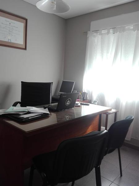 Foto Oficina en Alquiler en  Capital ,  Neuquen  ALBERTI Y PEHUEN