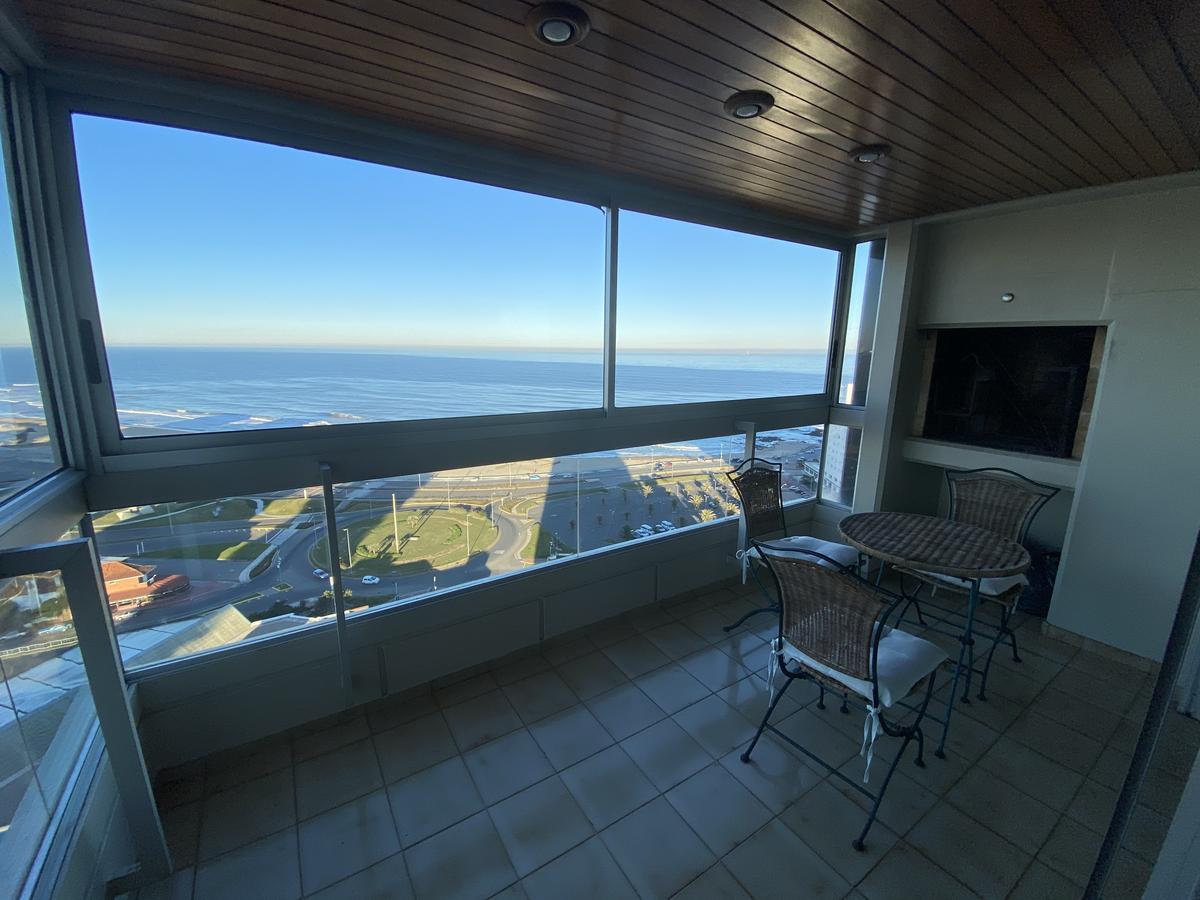 Foto Apartamento en Venta en  Playa Mansa,  Punta del Este  Torreon