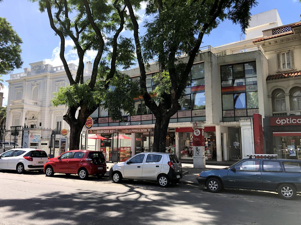 Foto Oficina en Alquiler en  Cordón ,  Montevideo  Br. Artigas frente a La Española