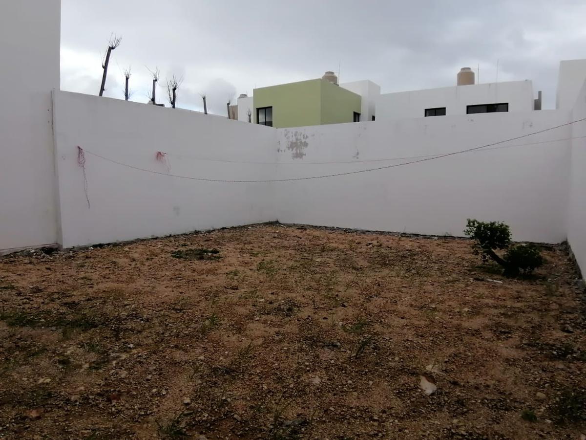 Foto Casa en Renta en  Fraccionamiento Floresta,  Mérida  Casa en Renta en Merida, Floresta Residencial, 2 recámaras, Amueblada.