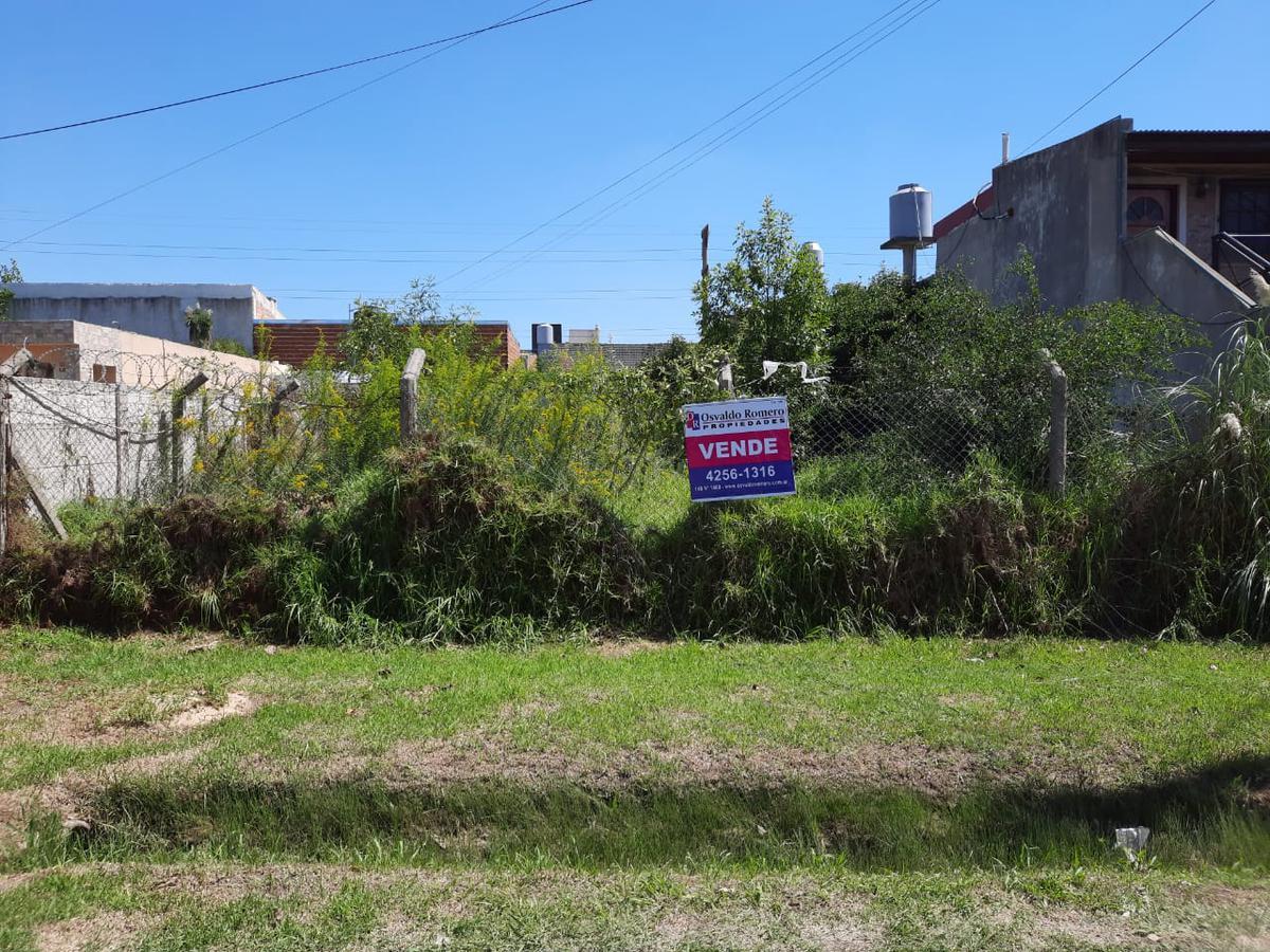 Foto Terreno en Venta en  Berazategui,  Berazategui  Calle 122 entre 20 y 21