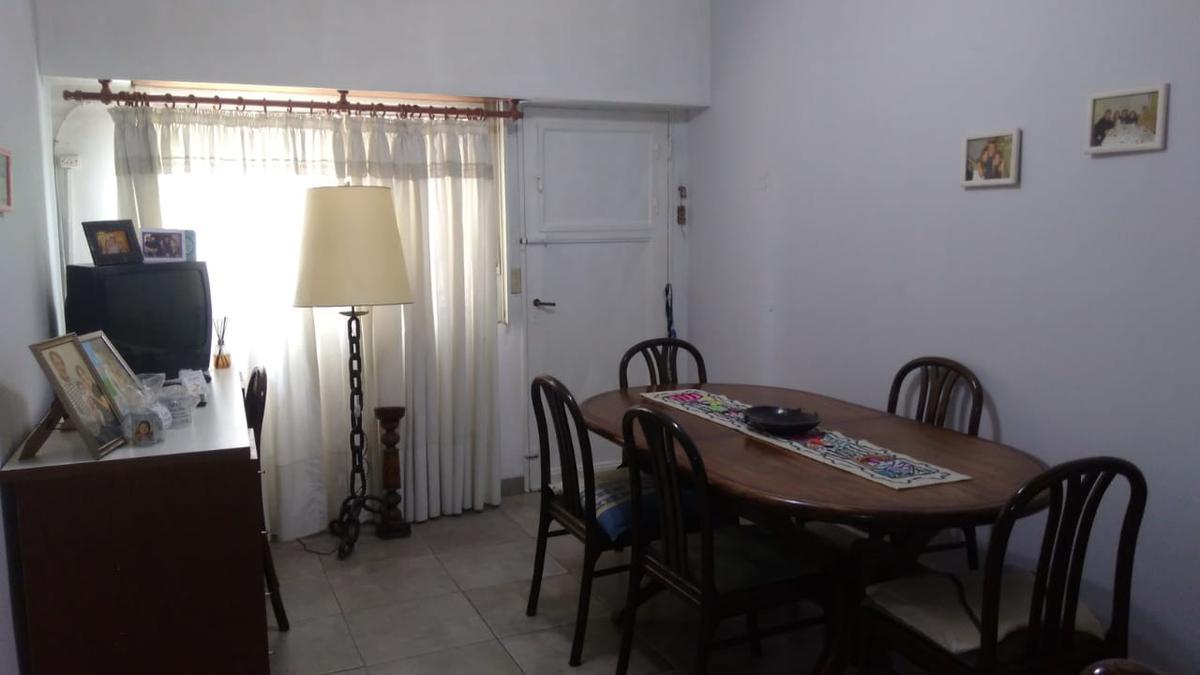 Foto PH en Venta en  Villa Dominico,  Avellaneda  PICO al 100