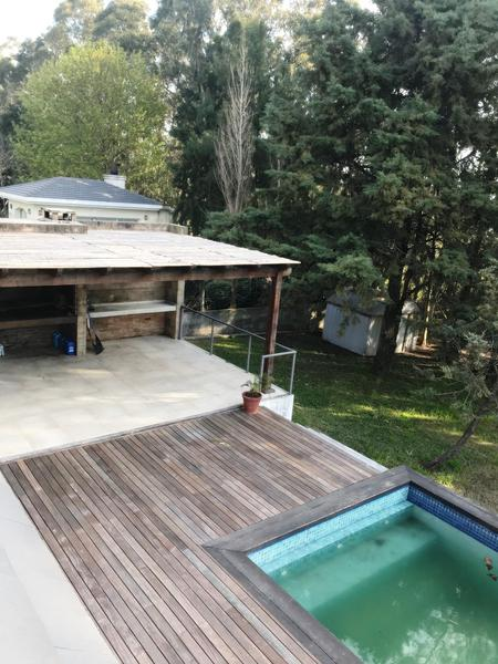Foto Casa en Venta en  Carrasco ,  Montevideo  Barrio San Nicolás 4 dorm  y servicio piscina