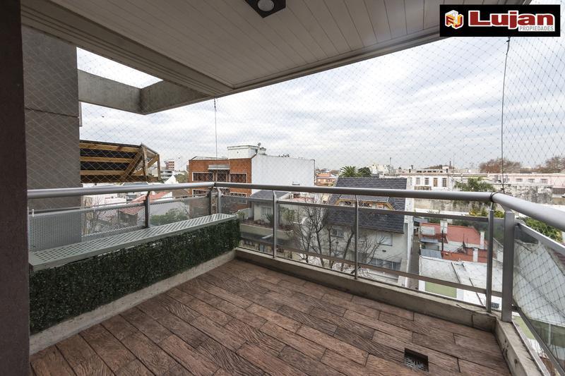 Foto Departamento en Venta en  Liniers ,  Capital Federal  Caaguazú 5.800 Semipiso de categoría 4 ambs, con cochera