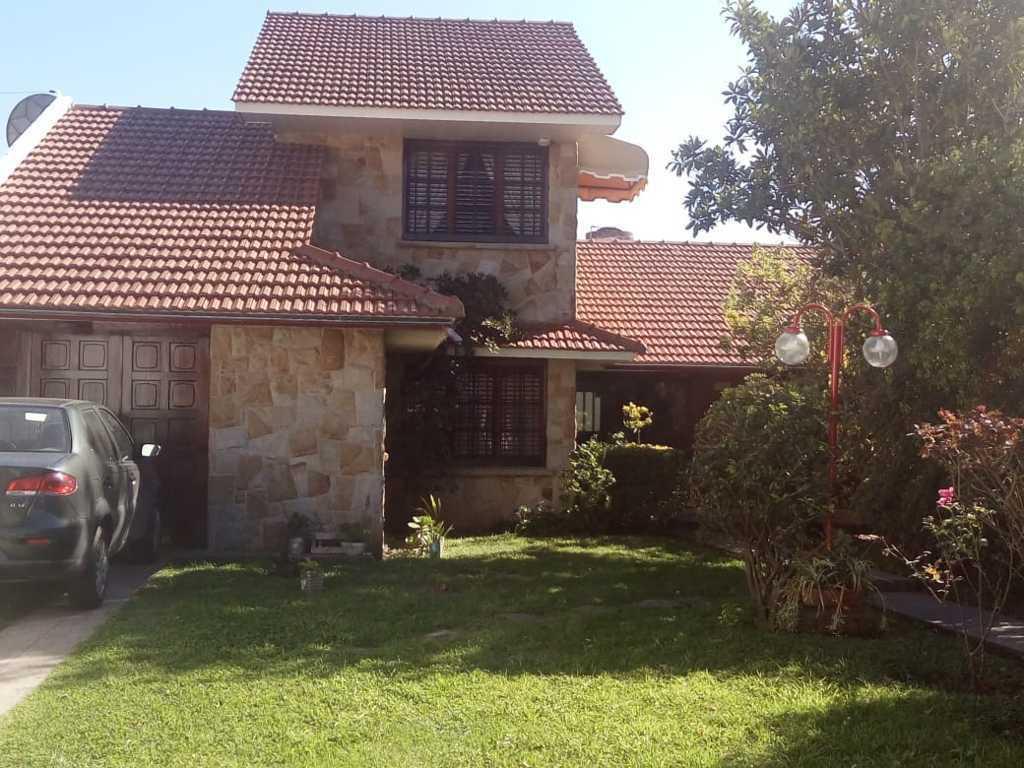 Foto Casa en Venta en  Pinos De Anchorena,  Mar Del Plata  LA PAMPA 3800