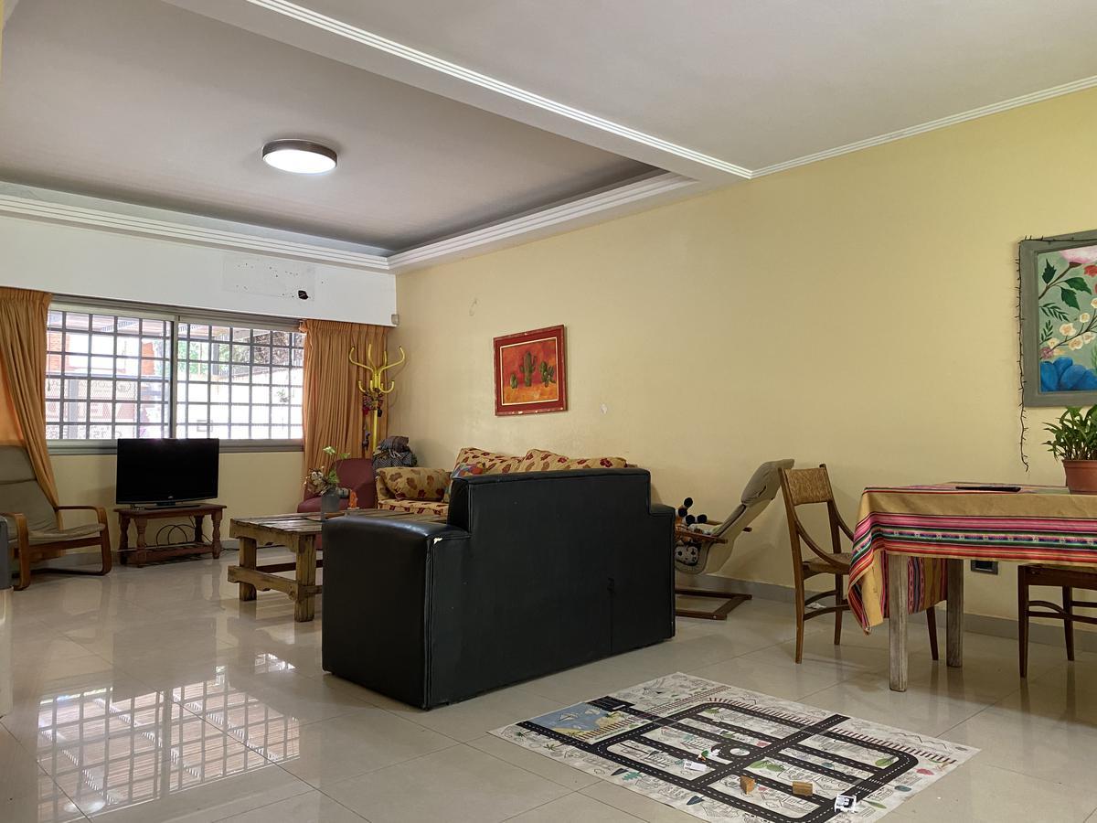 Casa de 3 dormitorios con parrillero, pileta y galería  - Fisherton