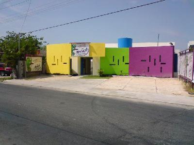 Foto Local en Venta en  Chuburna de Hidalgo,  Mérida  Local Comercial sobre Avenida muy Transitada, Local de Fiestas Acondicionada.
