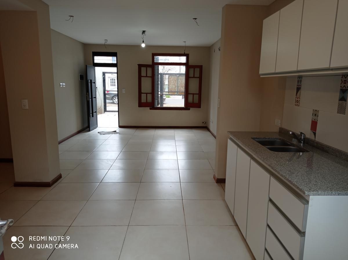 Foto Casa en Venta en  Belgrano,  Rosario  Larrea al 600