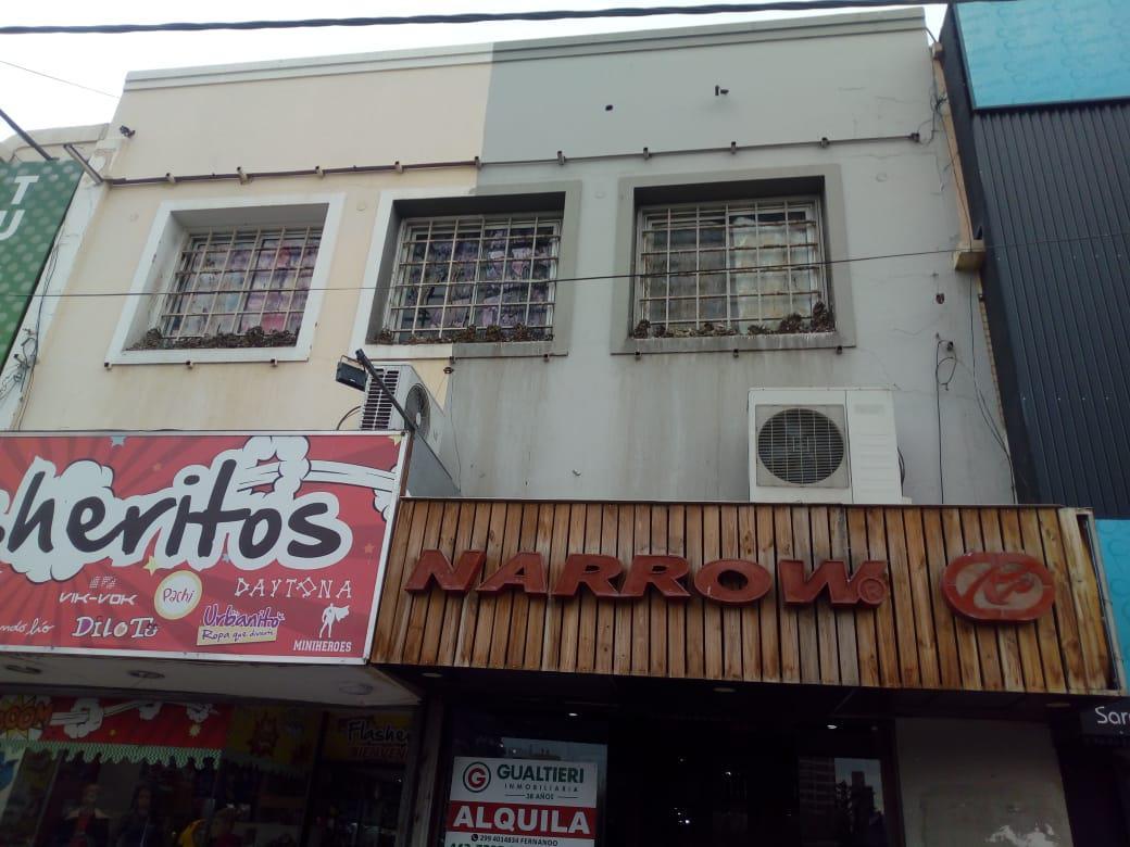 Foto Local en Alquiler en  Neuquen,  Confluencia  Sarmiento N° 64 con Olascoaga y San Luis.  Excelente Local Comercial en Alquiler