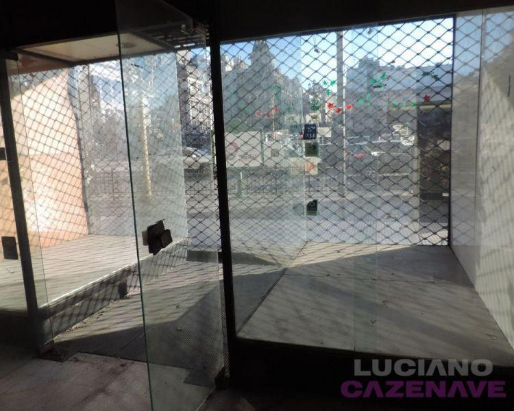 Foto Local en Venta en  Monserrat,  Centro  YRIGOYEN, HIPOLITO 1700