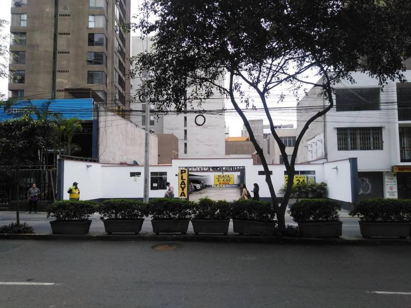 Foto Terreno en Venta en  Miraflores,  Lima  Avenida Alfredo Benavides