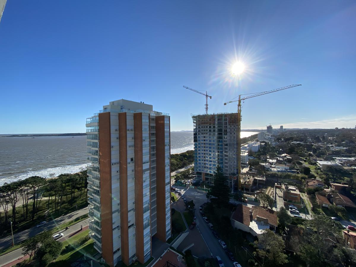 Foto Apartamento en Venta | Alquiler en  Playa Mansa,  Punta del Este  Palm Beach