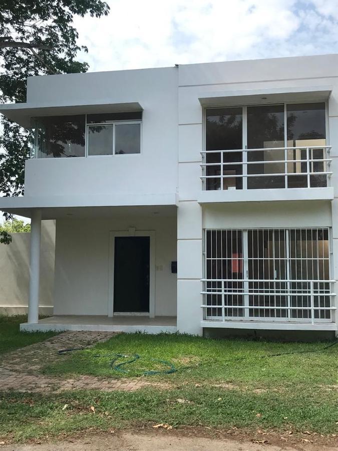 Foto Casa en Renta en  Fraccionamiento Algarrobos Desarrollo Residencial,  Mérida  Casa en Renta en Merida, Algarrobos, a 5 minutos de la Isla