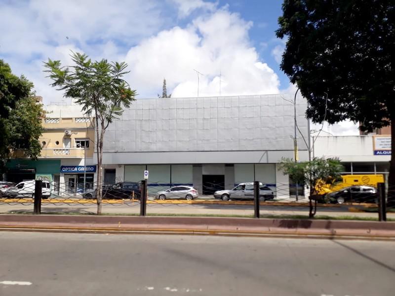 Foto Local en Alquiler en  Barrio Vicente López,  Vicente López  Maipú al 600