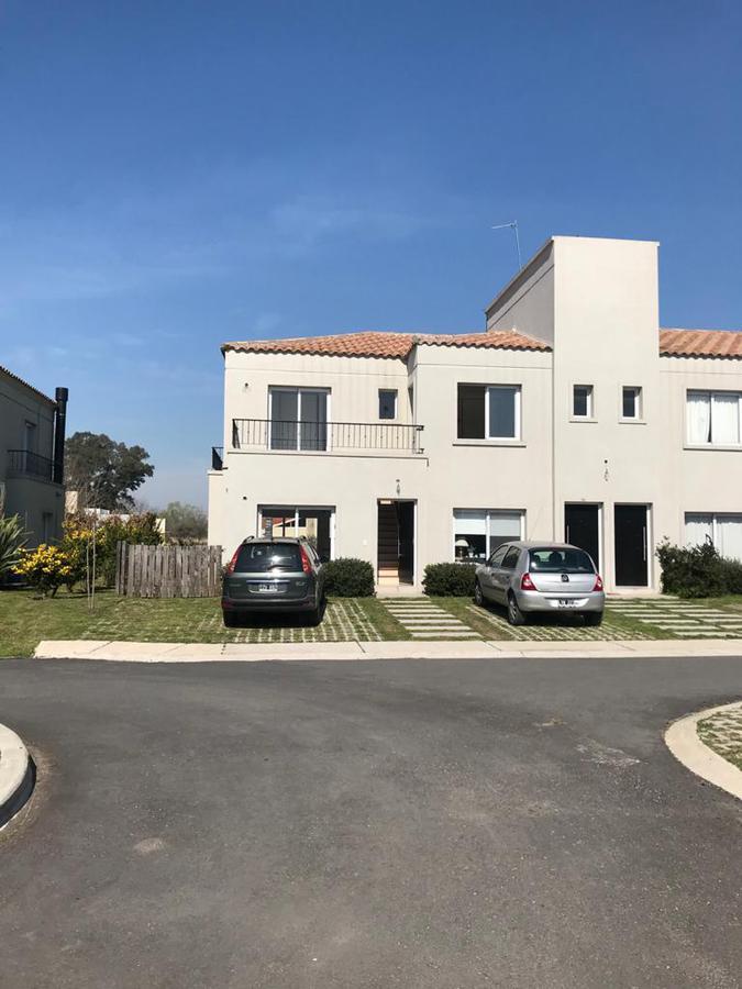 Foto Departamento en Venta en  Pilar ,  G.B.A. Zona Norte  Duplex 4 Ambientes EN Venta - Barrio Cerrado LA Angelica