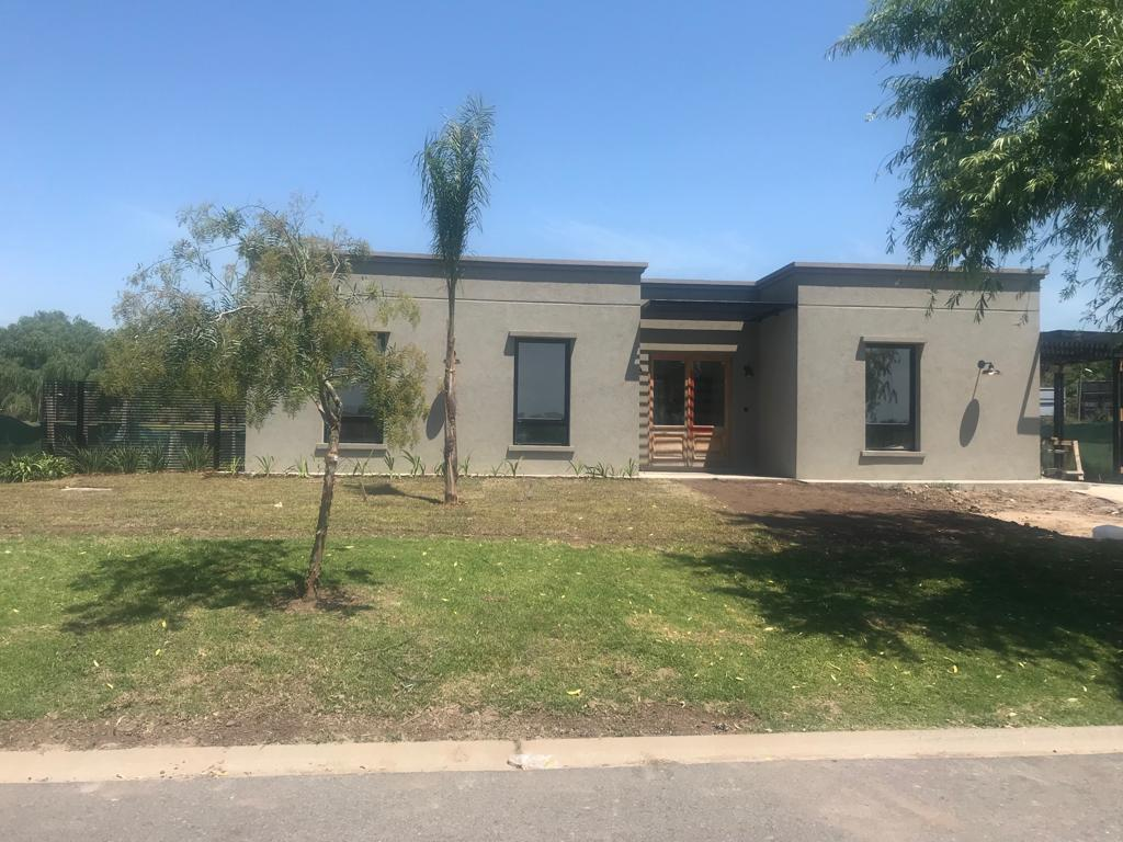 Foto Casa en Venta |  en  Countries/B.Cerrado,  Escobar  Norte al 700
