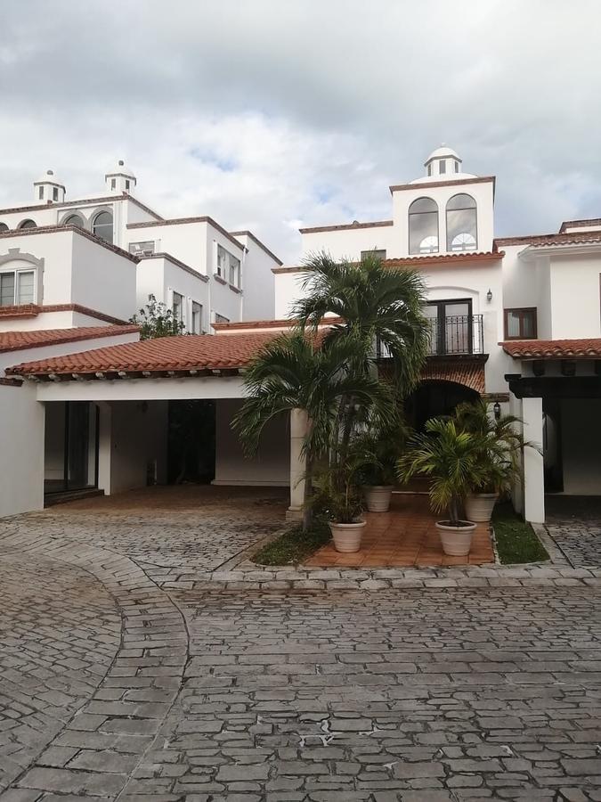 Foto Casa en Venta en  Zona Hotelera,  Cancún  CASA EN VENTA EN CANCUN EN ZONA HOLTELERA EN LAS QUINTAS