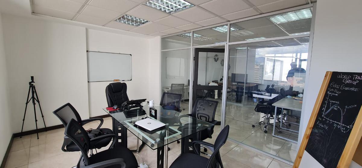 Foto Oficina en Venta en  Centro Norte,  Quito  12 DE OCTUBRE Y COLON SE VENDE HERMOSA OFICINA EN EDIFICIO DE LUJO (CR)