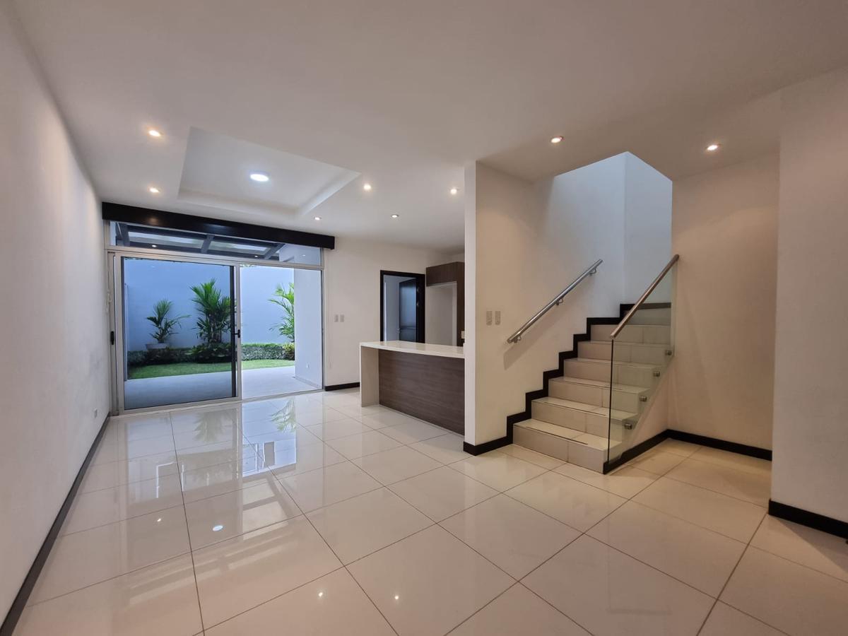 Foto Casa en condominio en Venta en  Pozos,  Santa Ana  Santa Ana / Céntrico / Terraza y Jardín / 3 habitaciones / Iluminación natural