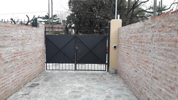 Foto Casa en Venta en  Jose Marmol,  Almirante Brown  ROBINSON 1350, e/Ramírez y Murature