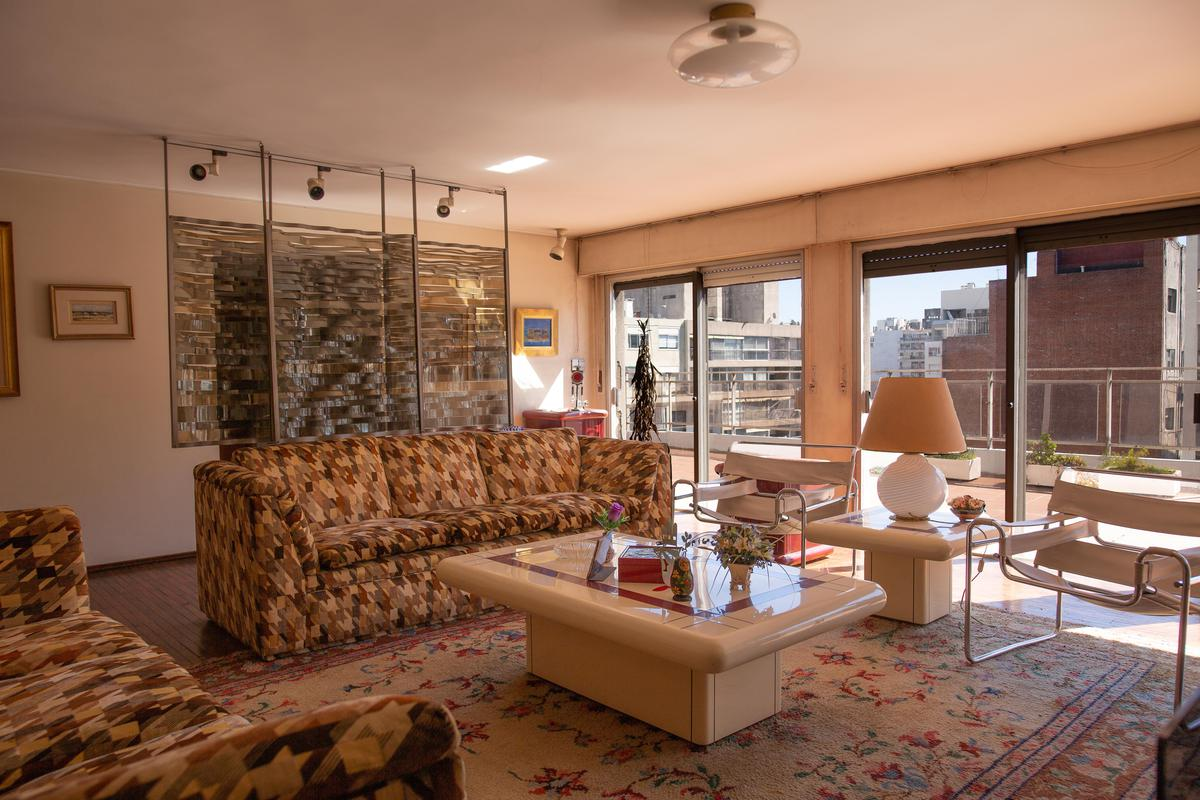 Foto Apartamento en Venta en  Pocitos ,  Montevideo  Único penthouse, estufa y parrillero