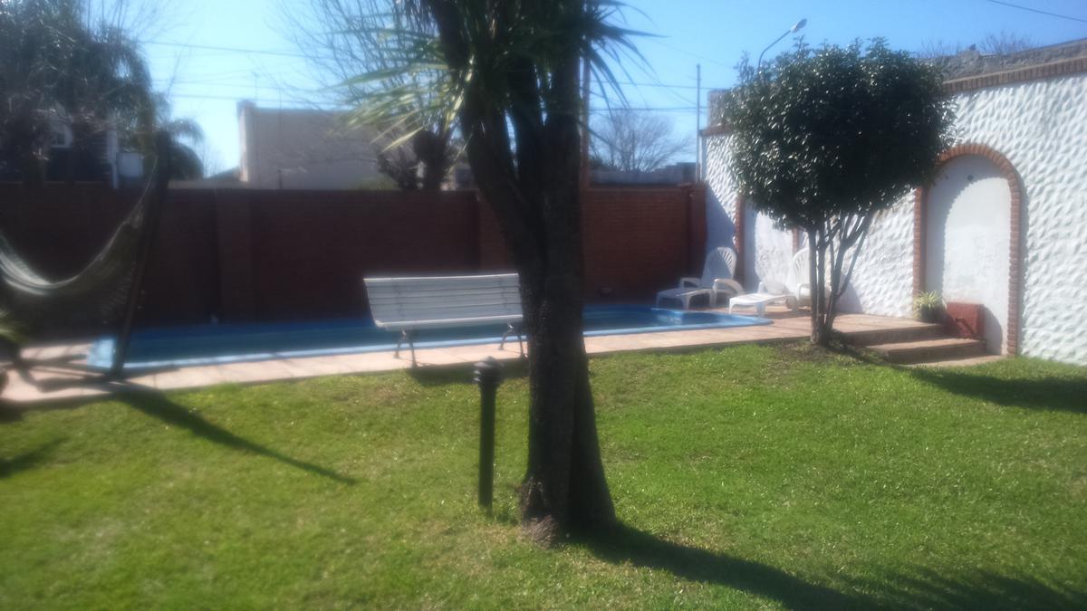 Foto Casa en Venta en  Haedo,  Moron  Libertad al 1000