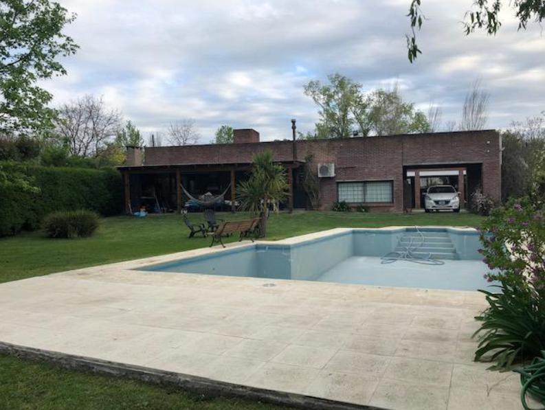 Foto Casa en Venta en  City Bell,  La Plata  465 y 26