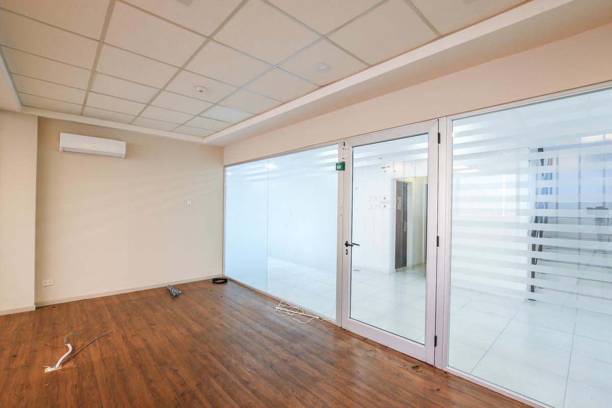 Oficina amplia en venta - Shopping Plaza - Aldea - Fisherton