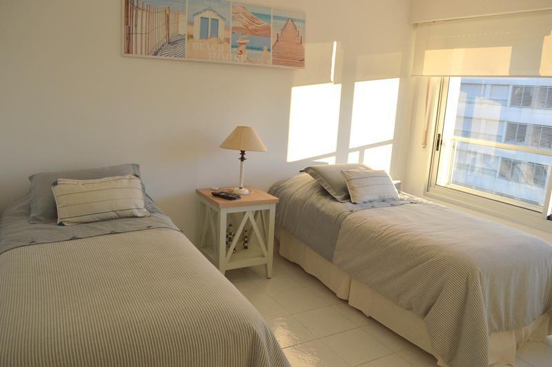 Foto Departamento en Venta en  Playa Mansa,  Punta del Este   Av del Cabildo y Jose Terradel