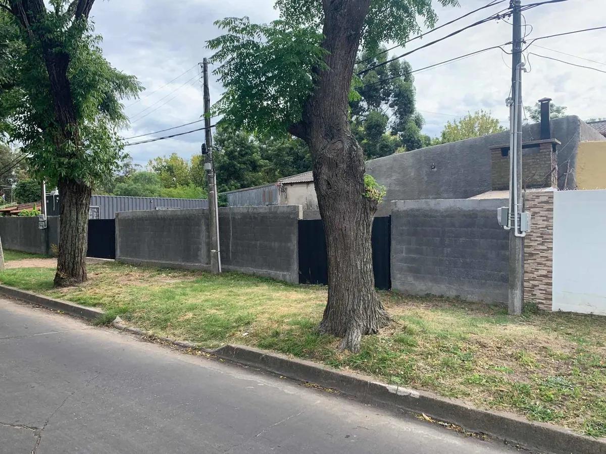 Foto Terreno en Venta en  Colón ,  Montevideo  Carve - Terreno con apto y mejoras