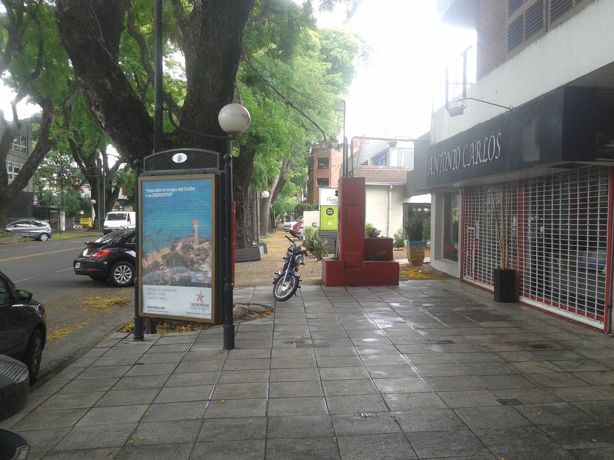 Foto Local en Alquiler | Venta en  Mart.-Vias/Libert.,  Martinez  Av. del Libertador 15425