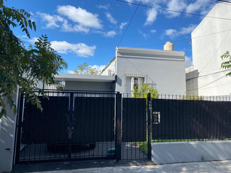 Foto Casa en Venta en  Haedo Norte,  Haedo  Caseros 700, Haedo