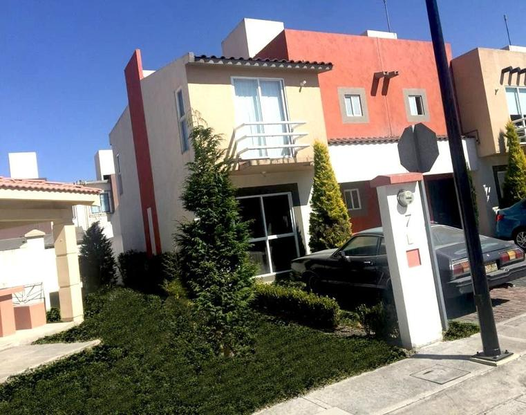 Foto Casa en condominio en Venta en  San Blas Otzacatipan,  Toluca  SE VENDE CASA EN FRACCIONAMIENTO VILLA TOSCANA, TOLUCA