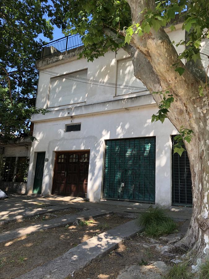Foto Casa en Venta en  Quilmes Oeste,  Quilmes  Entre Ríos Nº 2036 entre Madame Curie y Guillermo Marconi