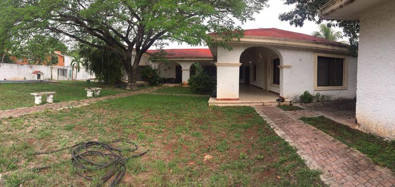 Foto Casa en Venta en  Chuburna de Hidalgo,  Mérida  Casa De 4 Habitaciones Y Amplio Jardín En Col Chuburná De Hidalgo