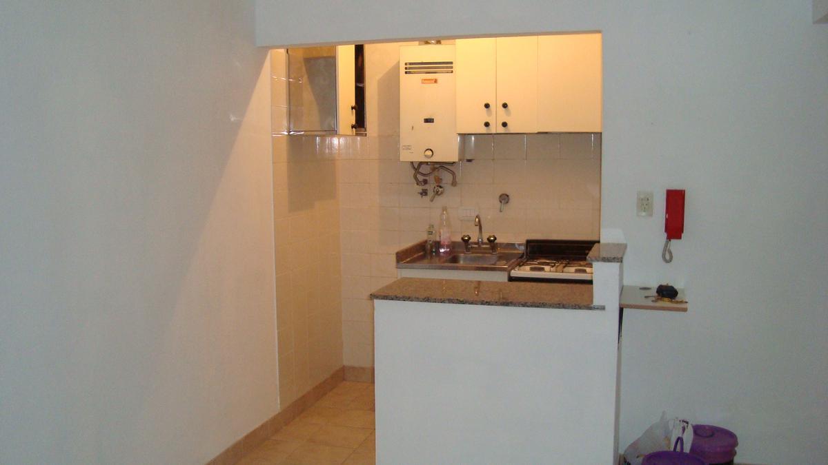 Foto Departamento en Alquiler en  Rosario,  Rosario  1 dormitorio - Viamonte 820 - Alquiler y gastos mensuales bajos!!!