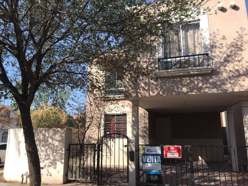 Foto Casa en Venta en  García ,  Nuevo León  mitras poniente jordán en Esquina