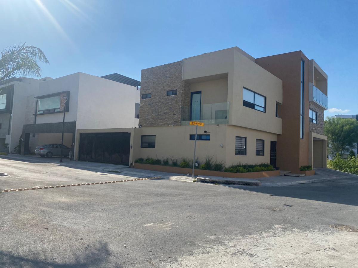 Foto Casa en Venta en  La Encomienda,  Gral. Escobedo  RESIDENCIA EN ESQUINA ENCOMIENDA