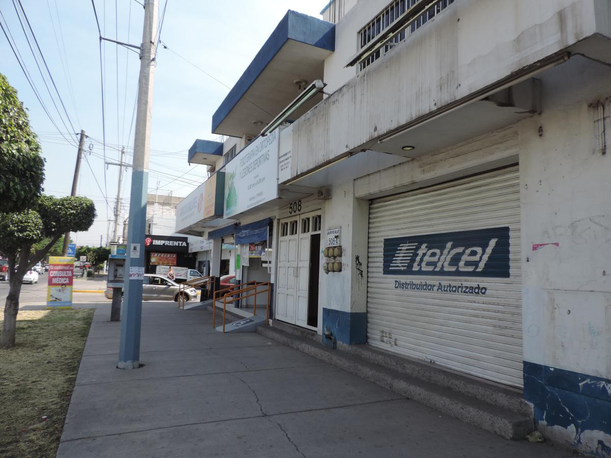 Foto Local en Venta en  Las Bugambilias,  León  Edificio en venta en blvd. Francisco Villa, ideal para inversión