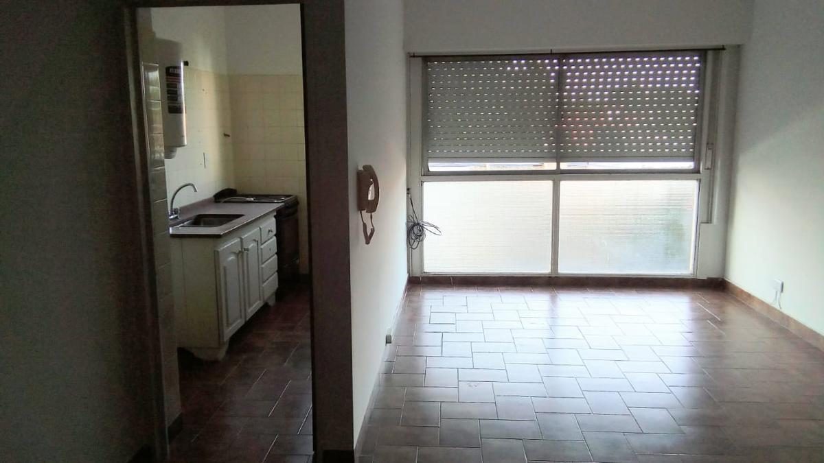 Foto Departamento en Alquiler en  La Lucila,  Vicente Lopez  Avenida Maipu al 3600