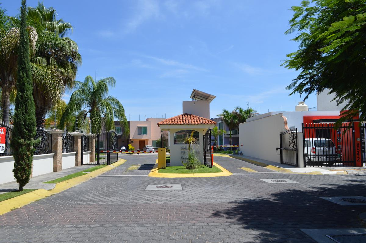 Foto Casa en Venta en  Fraccionamiento Real de Valdepeñas,  Zapopan  Rinconada de los Naranjos 125 25