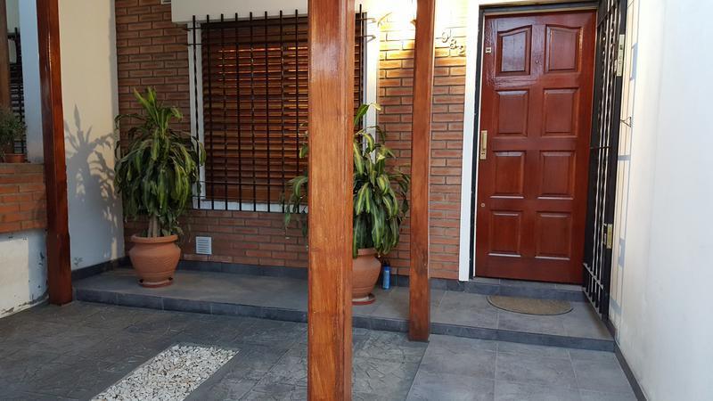 Foto Casa en Venta en ortiz de rosas al 900, Moron   Moron   Moron Sur