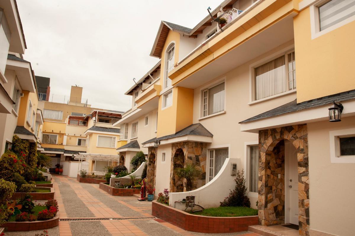 Foto Casa en Venta en  Amagasí,  Quito  San Jose y de los Guayacanes