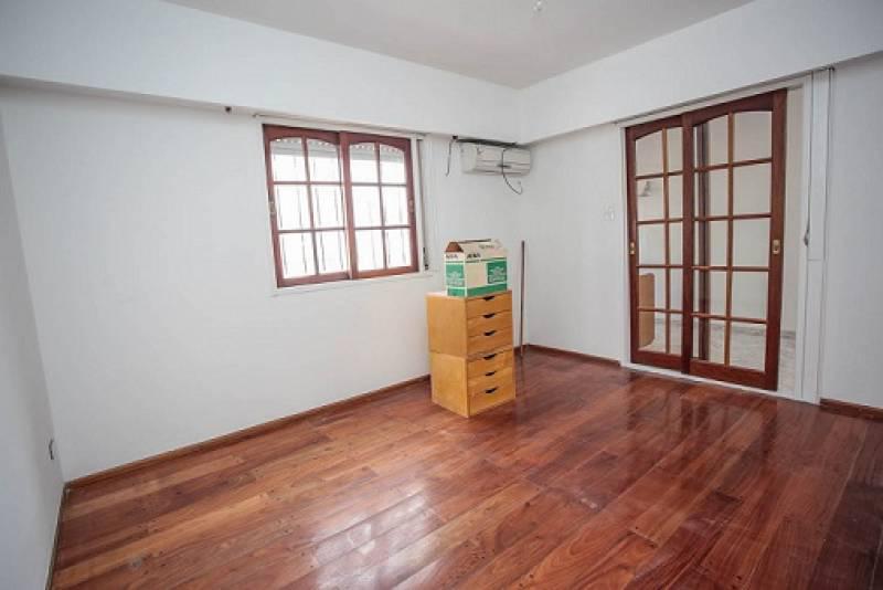 Foto Casa en Venta en  Villa Saenz Peña,  Tres De Febrero  Gral. Las Heras al 2500