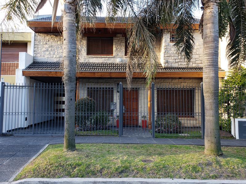 Foto Casa en Venta en  Castelar Norte,  Castelar  Montes de Oca al 3400
