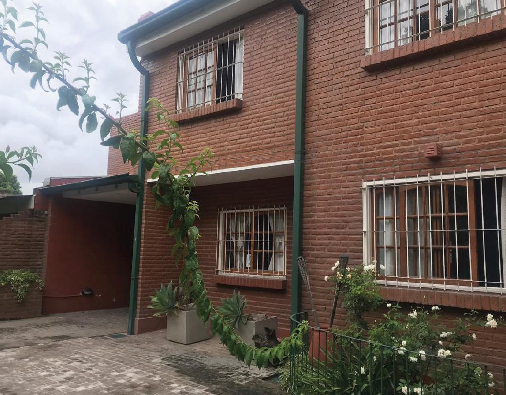 Foto Casa en Venta en  Yerba Buena ,  Tucumán  Pedro de villalba al 1900