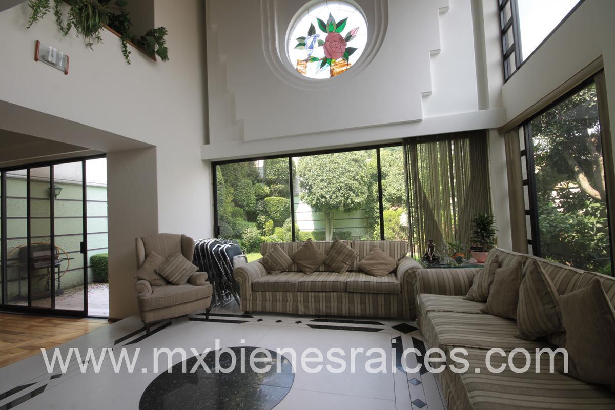 Foto Casa en Venta en  Lomas de las Palmas,  Huixquilucan          Linda Casa con jardin en Villa de las palmas interlomas